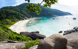 Het strand op achtste van de Similan-Eilanden in Thailand Royalty-vrije Stock Foto's