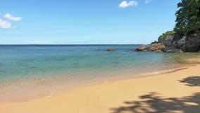 Het strand op de Seychellen nodigt u uit om een vakantie te maken royalty-vrije stock fotografie