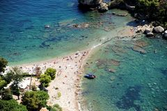 Het strand in Taormina, Sicilië Stock Fotografie