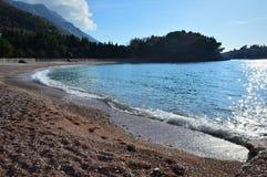 het strand tijdens de de winterperiode royalty-vrije stock foto's