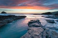 Het Strand in Trebarwith in Cornwall stock foto's