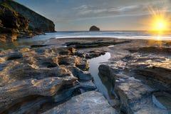 Het Strand in Trebarwith in Cornwall royalty-vrije stock afbeeldingen