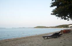 Het strand vóór de zonsondergang Stock Afbeeldingen
