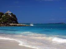 Het strand van Antigua stock afbeelding