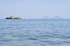Het strand van Brolo, Messina, Sicilië Stock Afbeeldingen