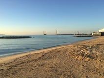 Het Strand van Cannes, Franse riviera bij zonsopganglandschap stock afbeeldingen