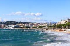 Het strand van Cannes op stormachtige November-dag Stock Fotografie