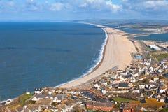 Het strand van Chesil in Weymouth Dorset Engeland stock foto's