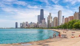Het strand van Chicago op een hete de zomerdag Stock Afbeelding
