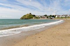 Het strand van Criccieth in Noord-Wales Stock Foto
