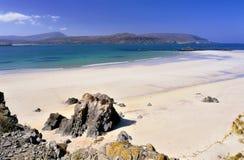 Het strand van de Balnakeilbaai, Sutherland, Schotland Stock Afbeelding