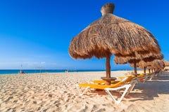 Het strand van de Caraïbische Zee in Playa del Carmen stock afbeelding