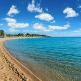 Het strand van de de zomerochtend Royalty-vrije Stock Afbeeldingen
