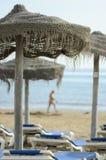 Het strand van de paraplu in Torrevieja Stock Afbeelding