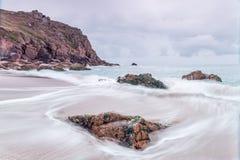 Het strand van de Porthkapel dichtbij porthgawwa Royalty-vrije Stock Afbeelding