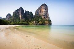 Het strand van de Railaybaai bij krabi Stock Afbeeldingen