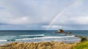 Het strand van de regenboogbranding Stock Afbeeldingen