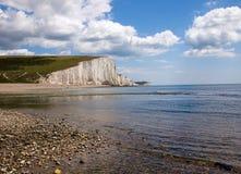 Het strand van de rots en de Klip van Zeven Zusters stock afbeelding