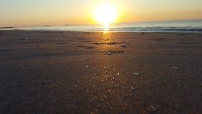 het strand van de zonsopgangzon Royalty-vrije Stock Foto's