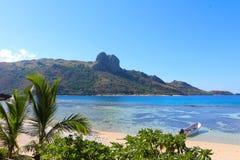 Het strand van een tropisch eiland, Fiji royalty-vrije stock fotografie