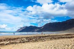 Het strand van Famara. lanzarote, Canarische Eilanden. Stock Afbeelding