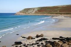 Het strand van Gwynver in Cornwall Engeland. stock foto