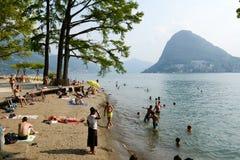 Het strand van het botanische park van Ciani in Lugano op Zwitserland stock foto's