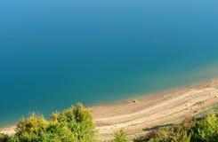 Het strand van het meer Stock Foto