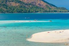 Het strand van het zand en blauwe hemel Royalty-vrije Stock Foto