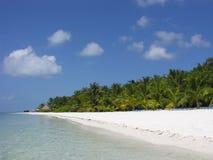 Het strand van het zand op de Maldiven Royalty-vrije Stock Foto