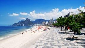 Het strand van Ipanema en in Rio de Janeiro Stock Afbeeldingen