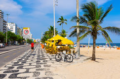 Het strand van Ipanema in Rio de Janeiro Stock Foto