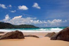 Het strand van Kata op Phuket Stock Foto's