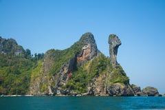 Het strand van het kippeneiland tussen Phuket en Krabi in Thailand Royalty-vrije Stock Afbeeldingen