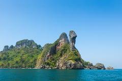 Het strand van het kippeneiland tussen Phuket en Krabi in Thailand Stock Afbeeldingen