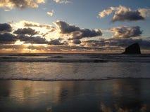 Het Strand van Kiwandaoregon met Mooie zonsonderganghemel royalty-vrije stock afbeeldingen