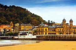 Het strand van La Concha in de herfst in San Sebastian Stock Foto's