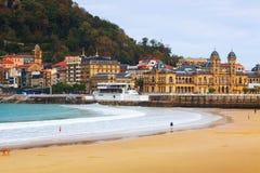 Het strand van La Concha in de herfstdag in San Sebastian Stock Fotografie