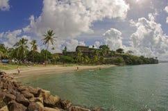 Het strand van La Francaise en het fort - Fort de France - Martinique royalty-vrije stock foto