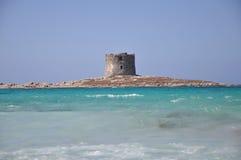 Het strand van La Pelosa op een bewolkte dag Sardinige Royalty-vrije Stock Afbeeldingen