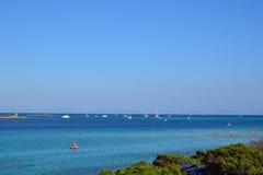 Het strand van La Pelosa in Sardinige, Italië Stock Afbeeldingen