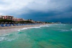 Het strand van Majorca en smaragdgroene wateren van het overzees Stock Fotografie