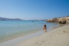 Het strand van Marcello - het eiland van Cycladen - Paroikia Parikia Paros - Griekenland royalty-vrije stock foto's