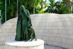 Het Strand van Miami, FL, de V.S. - 10 Januari, 2014: Standbeelden van het Holocaustgedenkteken van de Grotere Joodse Federatie v Stock Afbeelding