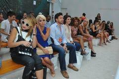 HET STRAND VAN MIAMI, FL - JULI 21: De gasten wonen A bij Z Araujo toont Stock Foto