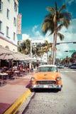 HET STRAND VAN MIAMI, FLORIDA, DE V.S. - 18 FEBRUARI, 2018: Uitstekende Auto Parke stock foto