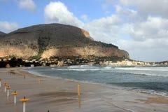 Het strand van Mondello, Eiland Sicilië Stock Foto's