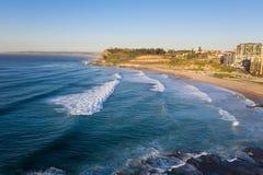 Het Strand van Newcastle - het Satellietbeeld die van NSW Australië zuiden kijken stock foto