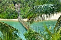Het Strand van Palawan van de brugaaneenschakeling aan het Meest zuidelijke Punt van Continentaal Azië stock afbeeldingen