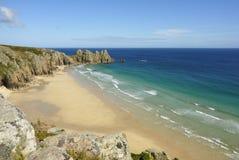 Het strand van Pedn vounder, Cornwall. stock foto's